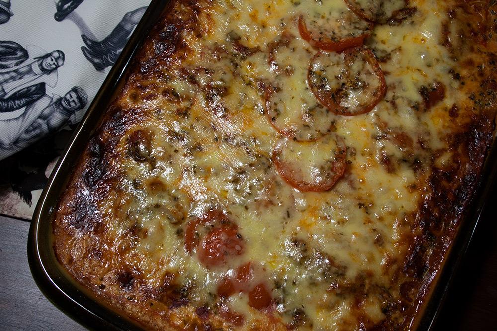 Tomaattinen haukivuoka (haukinen pizzavuoka)